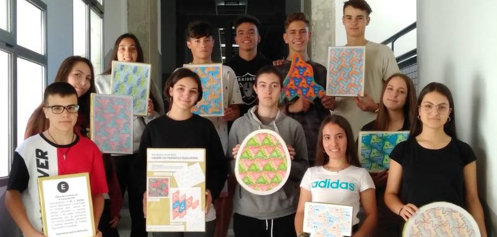 Alumnos del Francisco de Orellana llevan a cabo una exposición con figuras basadas en la geometría