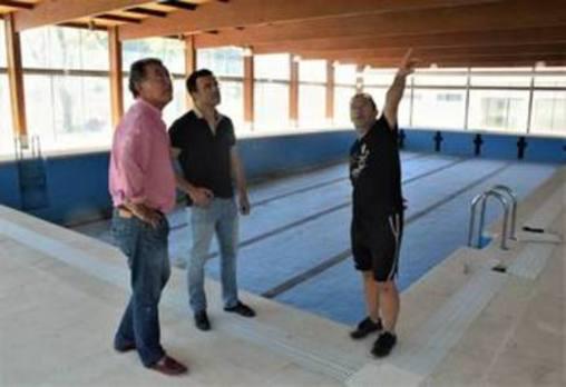 Obras ya trabaja para la futura apertura de la piscina climatizada