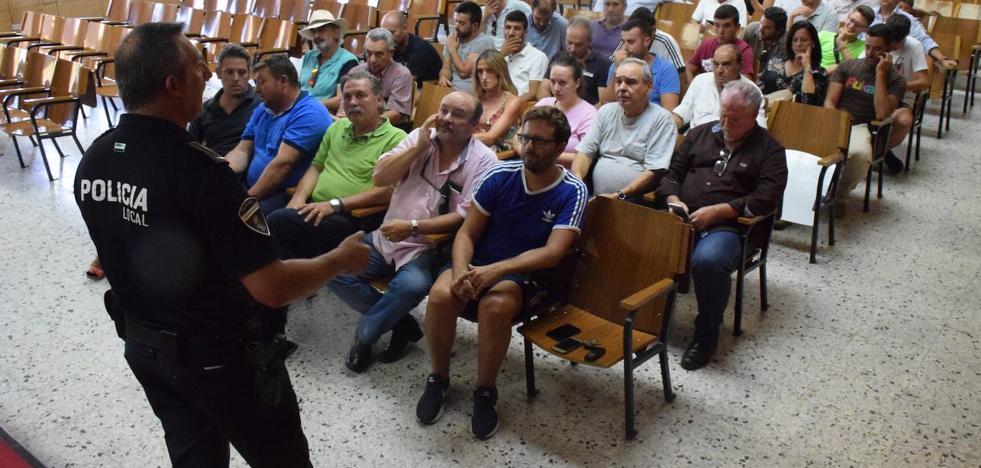 El oficial jefe de la Policía y los jinetes llegan a acuerdos para circular por la población