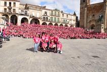 Marcha contra el cáncer tiñe de rosa las calles de Trujillo