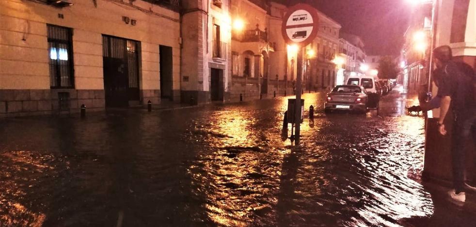 Una fuerte tormenta provoca diversos incidentes en la ciudad