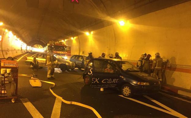 Un simulacro mantiene cortado al tráfico el túnel de Miravete hasta las dos de la tarde