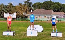 El atleta trujillano Javier Canelada, campeón de Extremadura en 3.000 metros en pista