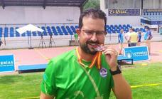 Fernando Naranjo, subcampeón de España de tiro con arco, con el equipo con Ibn Marwan de Badajoz