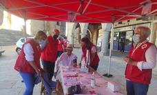 Cruz Roja sale a la calle para dar visibilidad al programa de mayores