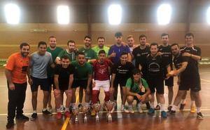 Los Pisos también ganan el encuentro de clausura de la liga de fútbol sala