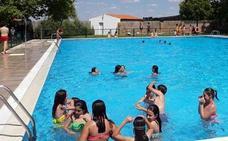 La piscina amplía su horario y contará con vigilantes de seguridad