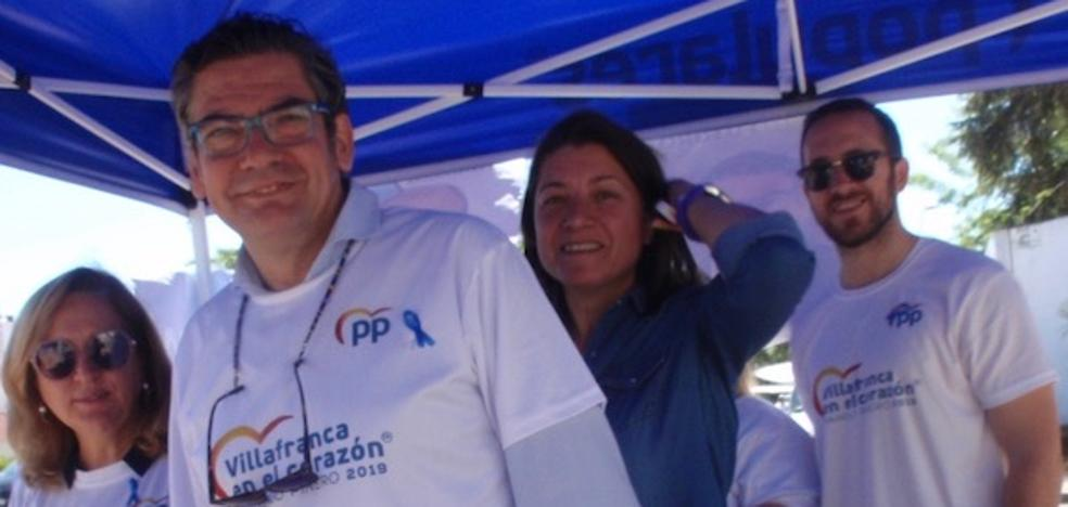 El PP repartió esta mañana publicidad electoral por el Mercadillo de Villafranca