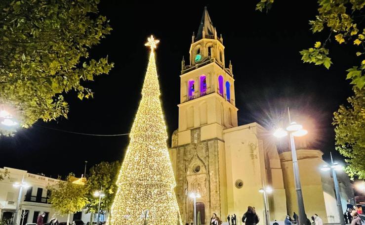 La iluminación navideña inunda Villafranca