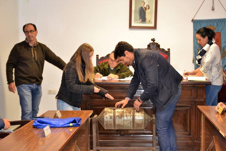 El Ayuntamiento realizó el sorteo de los ocho lotes de bellotas