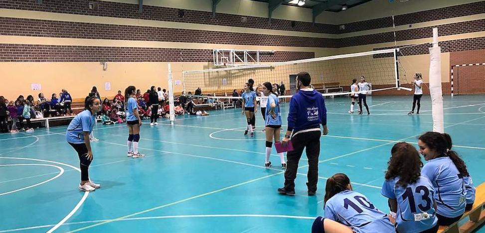 Los equipos de voleibol de Alconchel-Villanueva femenino se colocan primeros de grupo