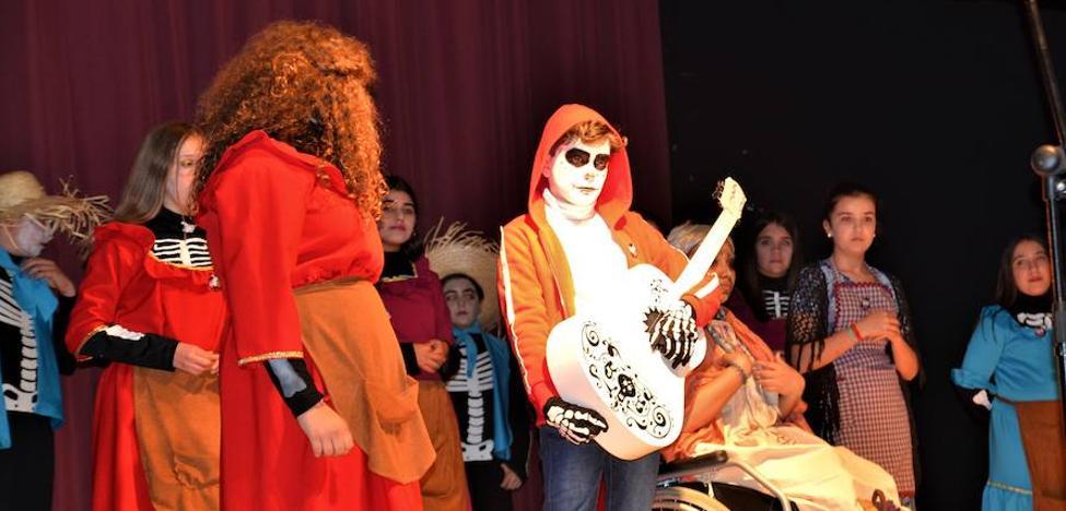 Los locales «Que viene el Coco» ganaron los concursos de murgas y comparsas juveniles
