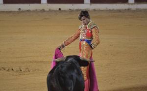 El novillero villanovense Eric Olivera toreará en los festejos de Cabeza la Vaca y en el Certamen de 'La Malagueta'