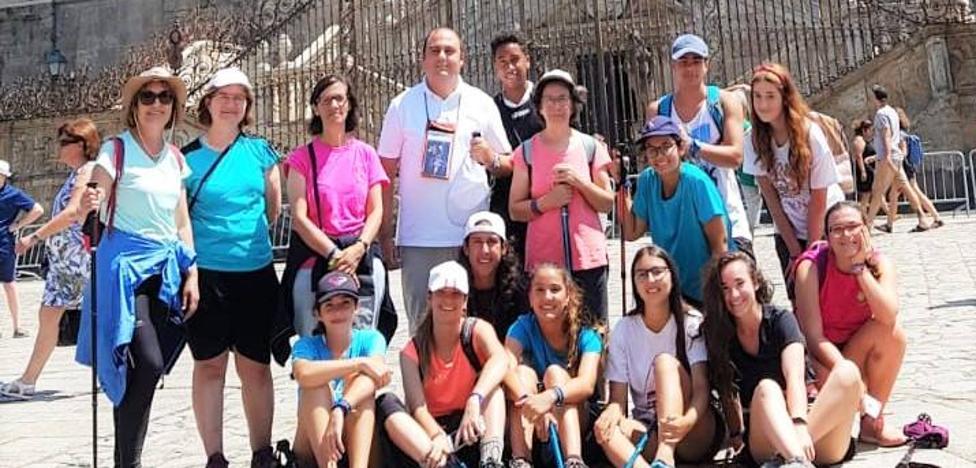 Un grupo de fieles ha peregrinado haciendo parte del camino a Santiago de Compostela