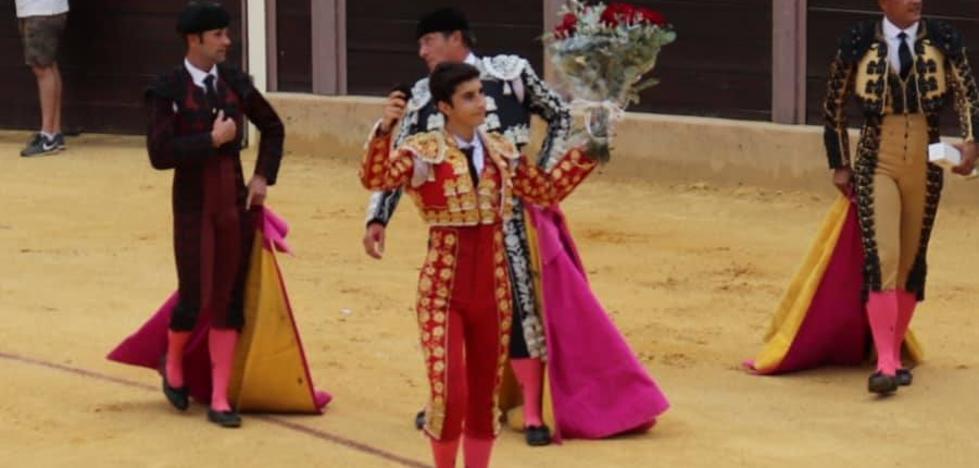 El villanovense Manuel Perera ganó el Ciclo de Novilladas de Andalucía derrochando torería y emoción