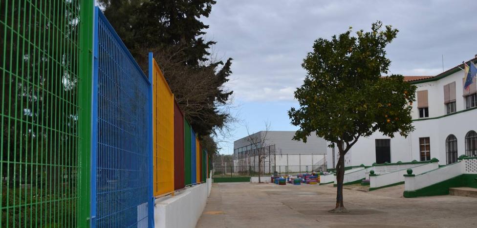 El CEIP comienza el curso escolar 2019/20 entrando por el patio de Infantil debido a las obras