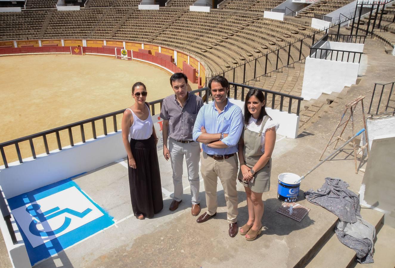 La plaza de toros de Badajoz estrena las plataformas para discapacitados