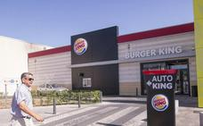Dos atracadores armados con pistola y cuchillo roban en Burger King