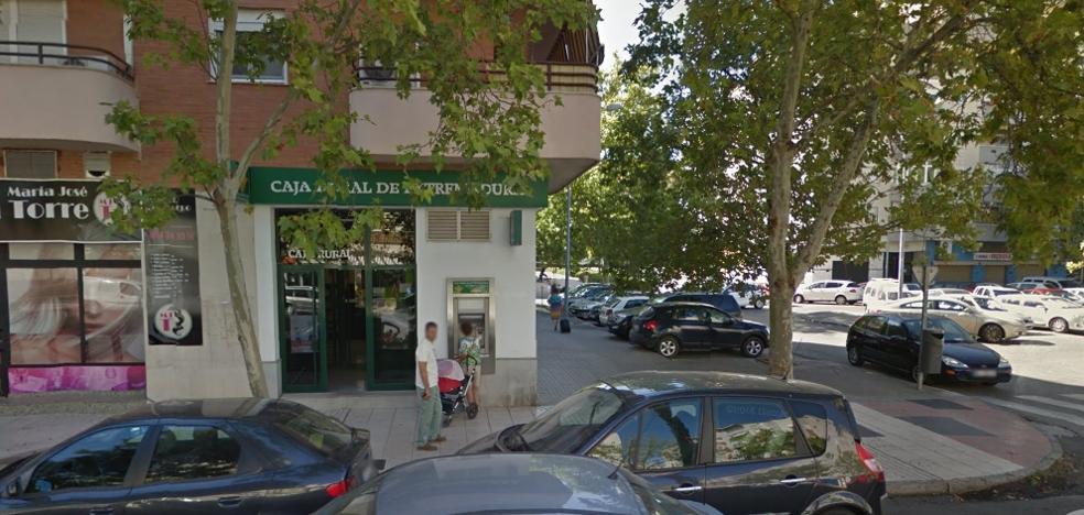 Detenido por sustraer un sobre con 940 euros a una mujer que estaba en un banco