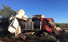 Tres heridos en un accidente entre un camión y un coche en Los Santos de Maimona