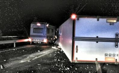 Restablecido el tráfico en la A-66 tras el vuelco de un camión a la altura de Aljucén