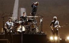 U2 arrasa en Barcelona con su homenaje a 'The Joshua Tree'