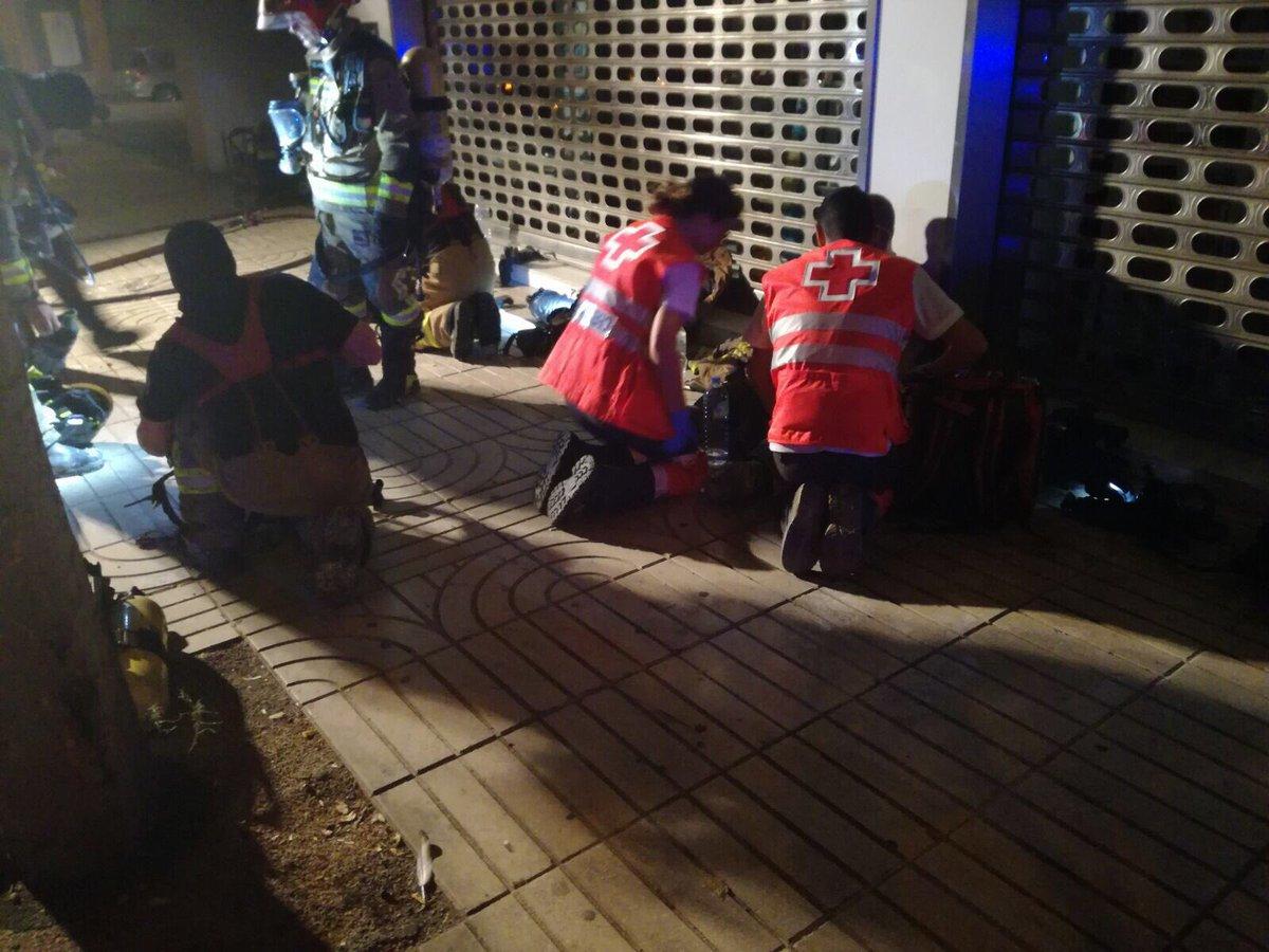 El incendio en un garaje de Valdepasillas causa daños en 24 vehículos