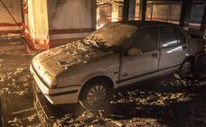 Retiran los vehículos del garaje comunitario incendiado de Valdepasillas