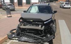 Dos heridas leves y tres vehículos dañados en un choque en Badajoz