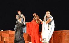 El teatro de Medellín levanta el telón a ritmo de carcajadas