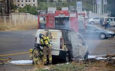 Arde una furgoneta en el Cerro de San Miguel