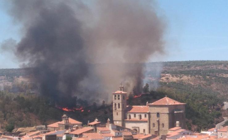 Incendio junto al puente romano de Alcántara