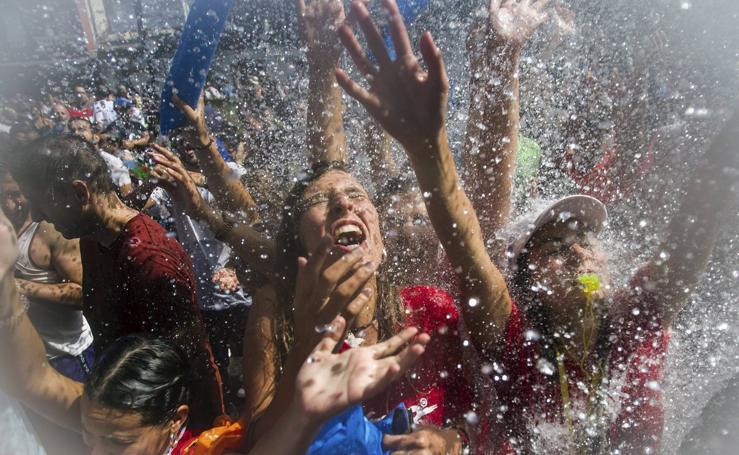La refrescante Fiesta del Agua de Villagarcía