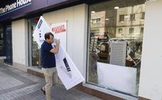 Intentan robar en una tienda de móviles en Cáceres