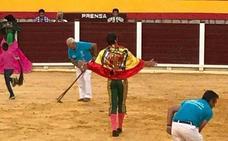 El torero Juan José Padilla desata la polémica tras lucir una bandera franquista