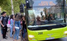 Recogen firmas para pedir más autobuses entre Valdepasillas y el campus