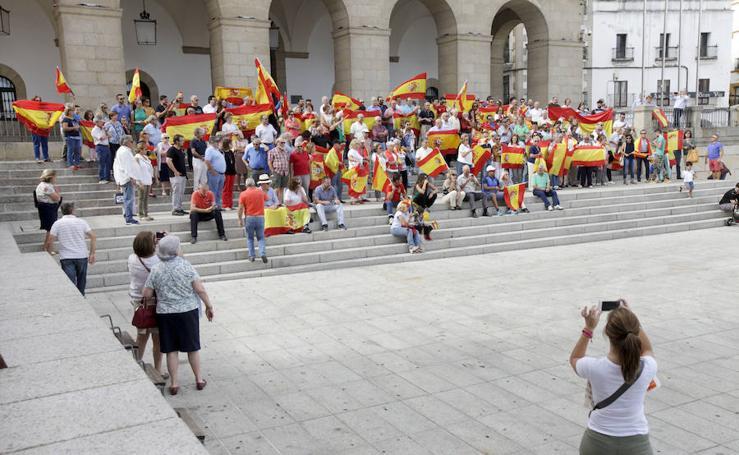 Concentración contra el referéndum catalán en Cáceres