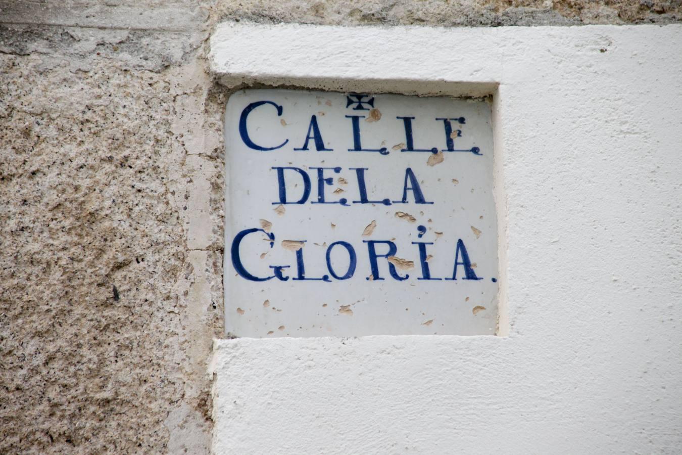 Perviven 11 azulejos de calles del siglo XVIII