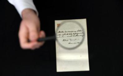 El manuscrito de Einstein con su teoría de la felicidad, subastado por 1,56 millones de dólares