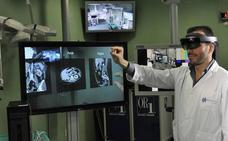 El CCMI de Cáceres utiliza gafas de realidad mixta para entrenar a los cirujanos