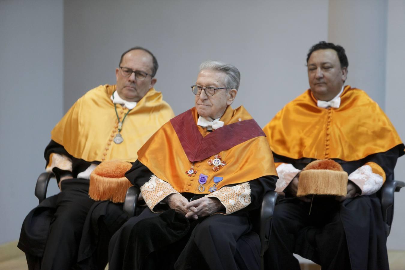 Jaime Gil Aluja investido como Doctor Honoris Causa