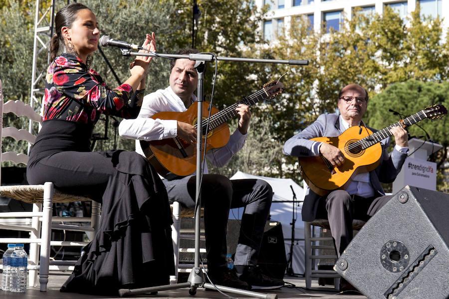 Fiesta y reivindicación en la plaza de España de Madrid