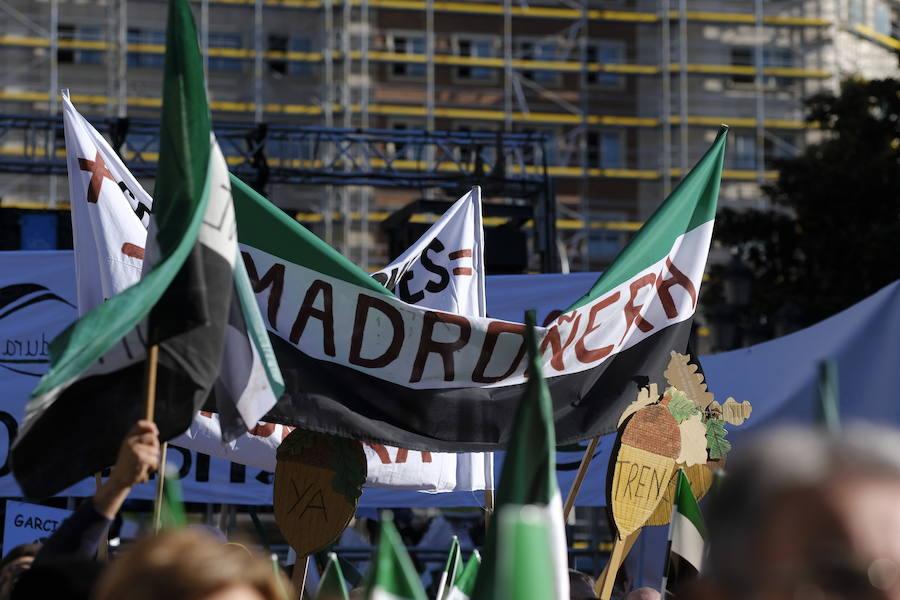 Marea de banderas extremeñas en Madrid