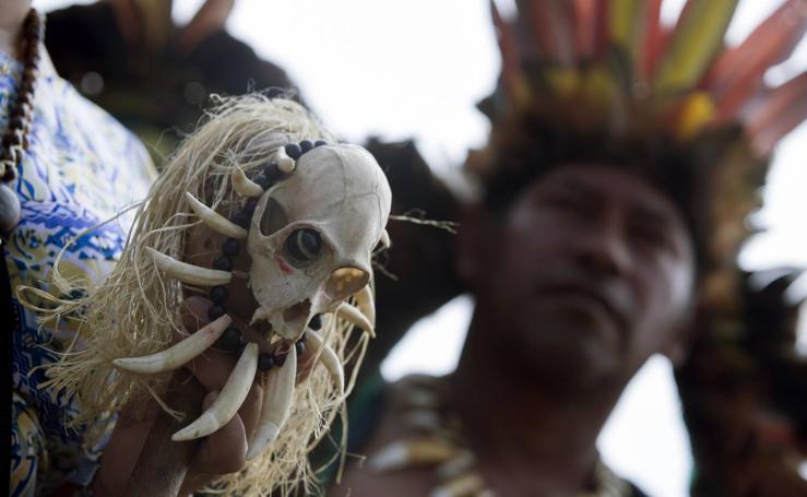 Indios de Brasil protestan en la Explanada de los Ministerios