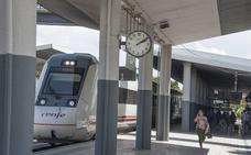 El tren Badajoz-Madrid, obligado a esperar dos horas en Talavera por la avería de otro convoy