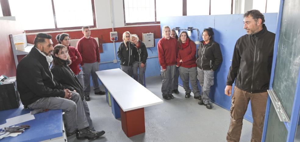 Más de un centenar de alumnos se forman en el centro de empleo