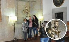La Junta anuncia medidas para evitar la subasta del busto de Carlos V