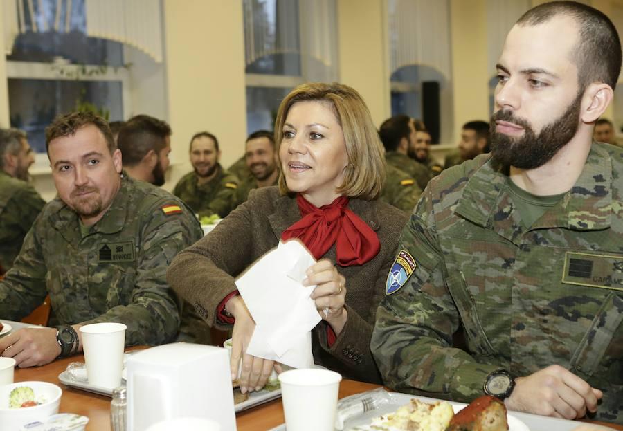 Cospedal visita a las tropas extremeñas desplegadas en Letonia