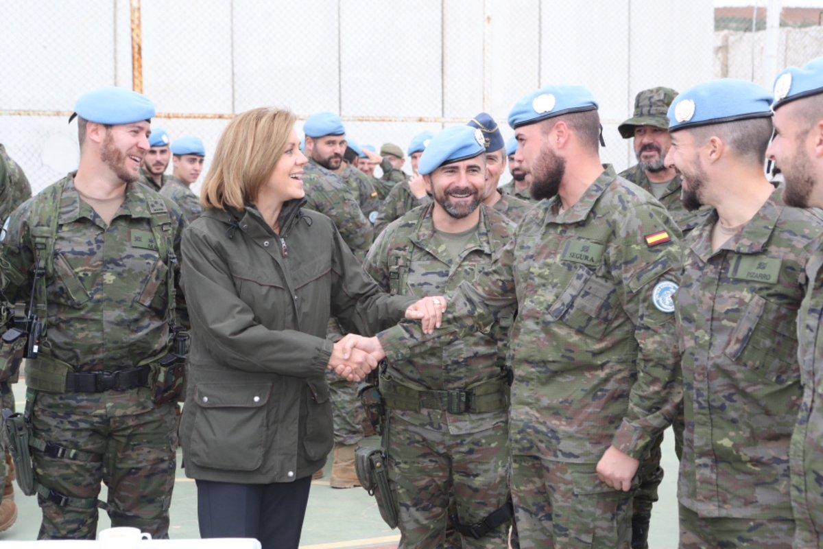 Cospedal visita a los militares extremeños de misión en Líbano