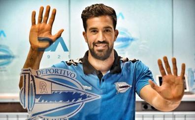 El extremeño Fernando Pacheco cumplirá cien partidos con el Alavés este domingo